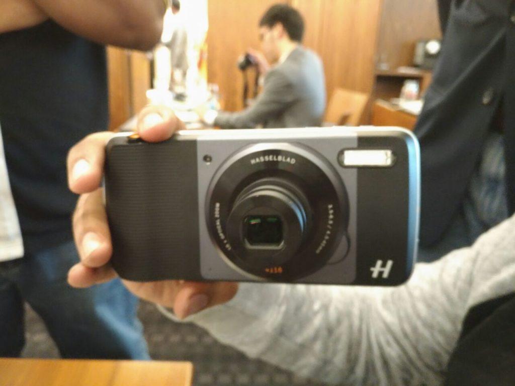 Moto Hasselblad camera mod