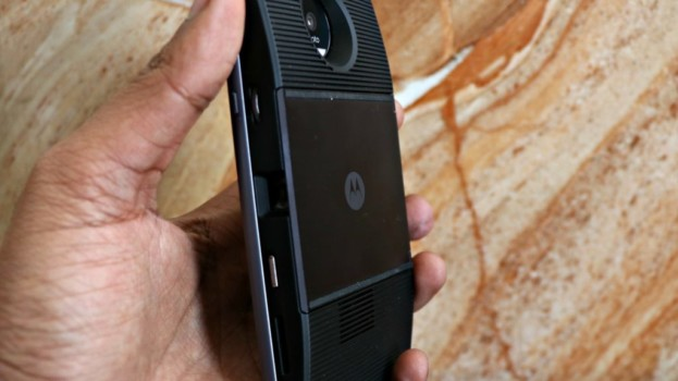 Moto Z + Insta-Share Projector is a movie theater in your pocket